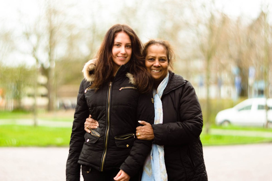 girl with grandmother in drachten door jeffrey wakanno