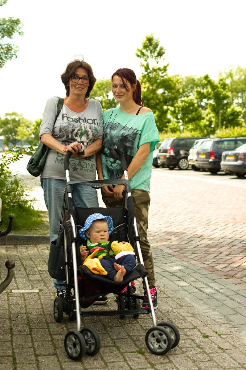moeder met dochter met kind, drie generaties
