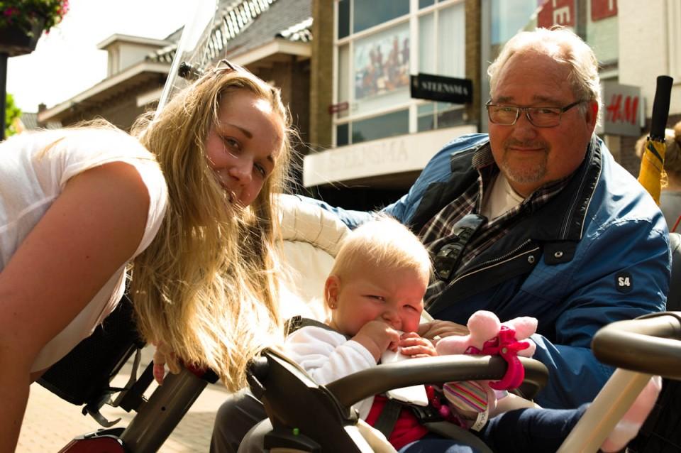nogmaals drie generaties, opa met dochter met kind! Is het niet geweldig?